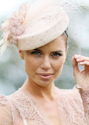 Spring Racing Carnival: The Best Fashion at the Races   RESCU