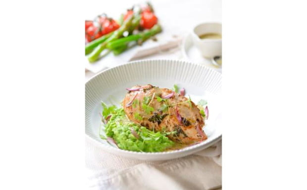 Oven-baked-chicken-with-vine-ripened-tomatoes-pea-puree-asparagus-and-lemon-caper-dressing-V