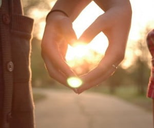 holding_hands_in_the_sun-4120