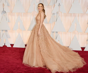jlo-red-carpet-feature