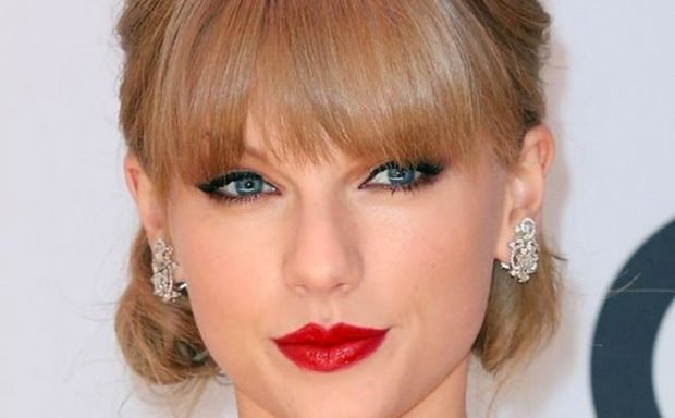 vday-makeup-how-to-taylor-swift
