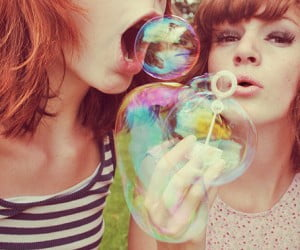 bubbles-friends-girl-vintage-girls-happy-photography-favim.com-37963.jpg
